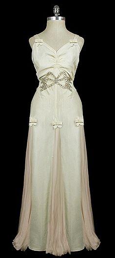 Gown 1935, Made of taffeta