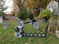 http://www.wallingfordpahomes.com/blog/wp-content/uploads/2012/11/Halloween-In-Wallingfford-PA-2012-Rock-and-Roll-Graveyard-Wallingford-PA-Real-Estate-.jpg
