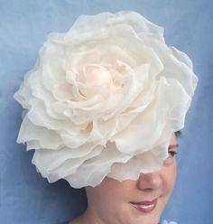 Большие цветы из ткани на голову 17