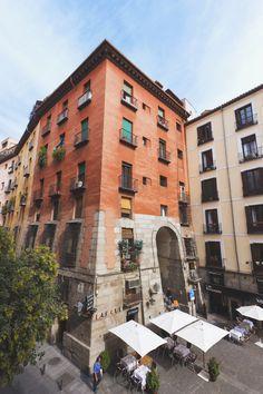 El Arco de Cuchilleros, obra de Juan de Villanueva. Madrid