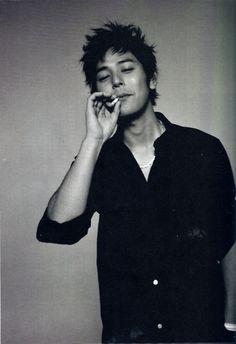 Satoshi Tsumabuki fumador
