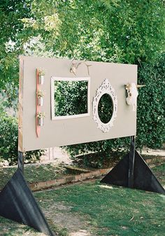 rustic outdoor photo booth backdrop (fabulous DIY) | photo by Michael Radford | 100 Layer Cake