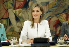 Queens & Princesses - Queen Letizia chaired for the first time the annual board meeting on disability which was held at the Zarzuela Palace in the presence of several ministers. Until then, it was the Queen Sophia who chaired the board since its inception in 2000.