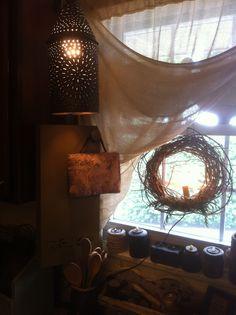 prim curtain, curtain idea, countri decor, country decor, primit decor, kitchen windows, primitive kitchen window, wreath, candl