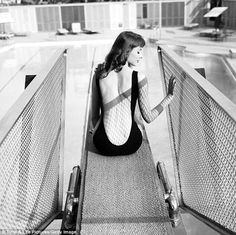 """History In Pictures @History In Pics  Vikki """"The Back"""" Dougan, 1957. She was the inspiration for the cartoon femme fatale, Jessica Rabbit"""