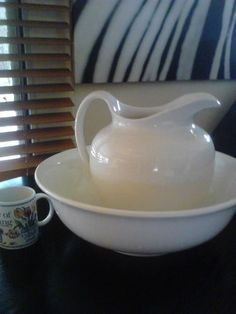 BEAUTIFUL Vintage wash basin Made in England M co. LTD
