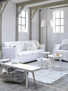 mooi wit is niet lelijk ; mooie vloer stoer bankje en gave ramen !