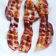 For perfect bacon, add a little water to the pan!