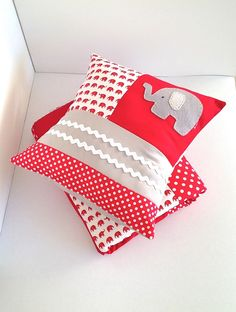 Red elephant Cot quilt and cushion - by AlphabetMonkey on madeit