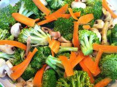 Sriracha spicy broccoli with mushrooms & carrots