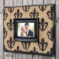 Fleur De Lis Burlap Picture Frame Sign, Burlap Photo Frame with Distressed Fleur De Lis Pattern, 16x20