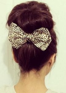 Adding the bow to this hairstyle could make any outfit look that much cuter