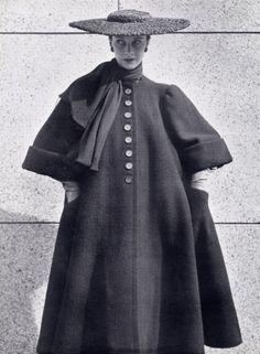Balenciaga 1951 vintag fashion, 4060年代的balenciaga2 2080, balenciaga coat, balenciaga 1951, coat hat, balenciaga circa, centuri vintag, winter coats, cristob balenciaga