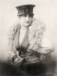 Summer hat by Cora Marson, Paris - Underwood and Underwood Photographic Collection (University of Kentucky)