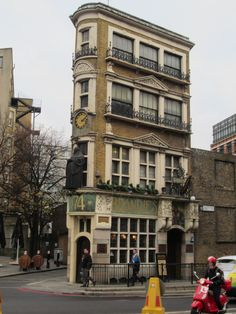 The Black Friar, Queen Victoria Street. Art Nouveau Grade II pub built in 1905 on the site of a Dominican friary. Designed by architect H. Fuller-Clark and artist Henry Poole, Arts and Crafts Movement.