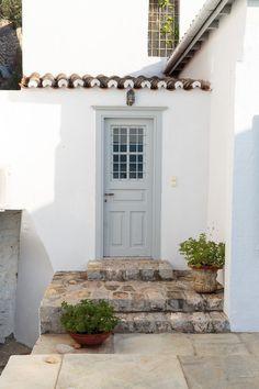 Entrance, paint color