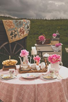 Retro-rustic outdoor wedding  |  The Frosted Petticoat Blog