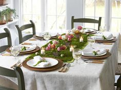 Easter table.  I like this but where do you put all the food bowls.
