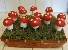 Easy Marshmallow Mushroom Pops - Smurfday Party