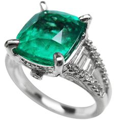 emerald engagement rings on