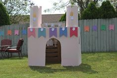 Wee Warrens: Not your everyday cardboard box castle