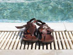 Sandali fotografati a bordo piscina. Belli vero?? Modello Roma su www.sandalishop.it