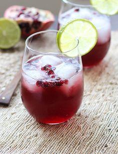 Pomegranate-Spritzers Recipe - RecipeChart.com #Alcohol #Beverages #Champagne #Christmas #Drinks #Fruits #Holidays #Refreshments #Soda #Vodka