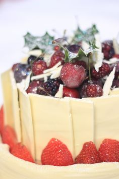 White Chocolate and Berry Christmas Cakes