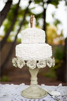 this shabby chic cake stand is too cute for words