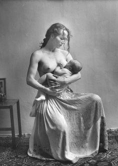 Las 7 grandes mentiras en torno al parto, nacimiento y crianza, por Casilda Rodrigáñez.  http://eltallerdelaeam.com/las-7-grandes-mentiras-en-torno-al-parto-nacimiento-y-crianza-por-casilda-rodriganez/