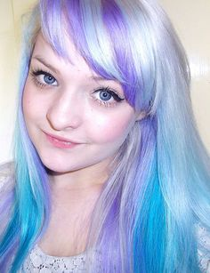 GoRGEOUS silver, lavender, and turquoise hair. One of my favorite things ever.