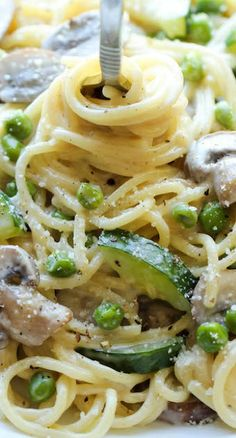 One Pot Zucchini Mushroom Pasta ~ A creamy, hearty pasta dish that you can make in just 20 min.