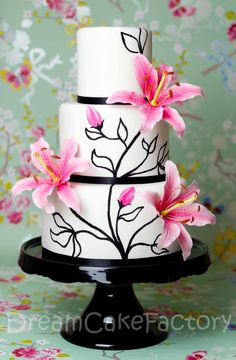 Painted Cake with Sugarpaste Lilies! Too pretty to eat? #baking #mastrad