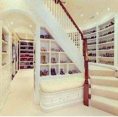 Closet With Stairs.!!!! < 3