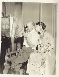 Cecil B. DeMille avec Claudette Colbert, tournage de Cleopatra, 1934