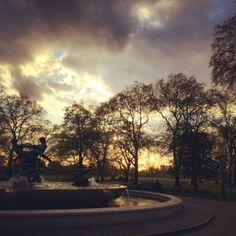 The sun sets over the Joy of Life Fountain in Hyde Park, London 12°C I 54°F #BurberryWeather