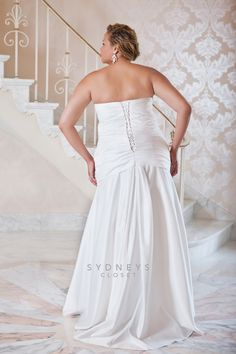 {Plus Size Wedding Dress} Sydney's Closet ~ Style SC5022 via Pretty Pear Bride
