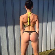 FitBuzzer @wenkypanky takes an S-curvish soft lean back snap @ embracing 24/7/365 kini season