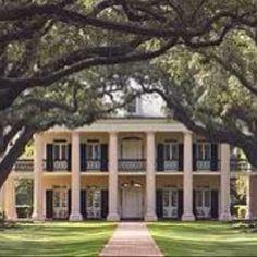 I love southern plantation homes !