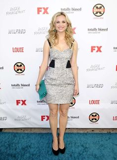 Fiona Gubelmann at the FX Comedy Party with Jill Milan's New Canaan Clutch in green.