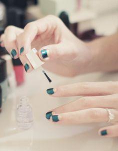 Emerald & gold nails