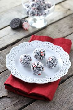 Peppermint Oreo Cookie Balls - FoodBabbles.com