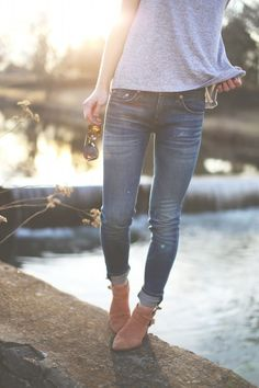 Gray tee shirt, jeans and booties