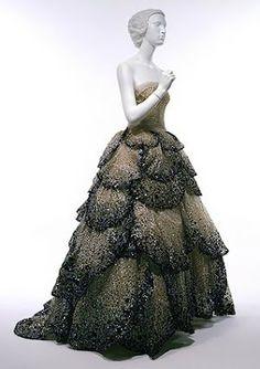 Christian Dior 1945
