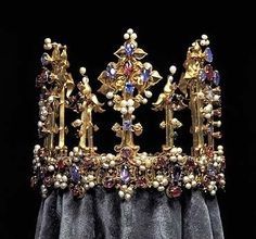 Crown of an English Queen - probably belonged to King Edward III or Anne of Bohemia, the wife of King Richard II, who was deposed that year by Henry IV. Henry's daughter, Princess Blanche, married the Palatine Elector Ludwig III in 1402 and eventually made its way into the Bavarian treasury