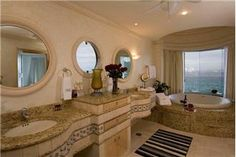 beautiful master bath http://www.vacationroost.com
