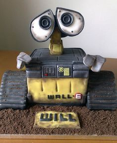 Will's Wall-E cake by SmallThingsIced