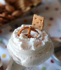 Oreo Cookie Filling Dip | Cookies and Cups -- use for homemade oreo's, a dip for snacks, or a filling for other cookies.