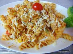 Pepper, Chilli and Vanilla: Cheesy Fusilli Pasta with Tomato sauce.