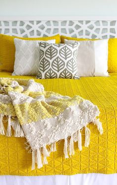 love the yellow comforter